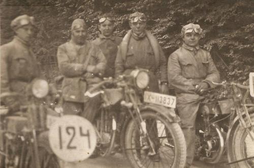 Friedel Brass links 1928